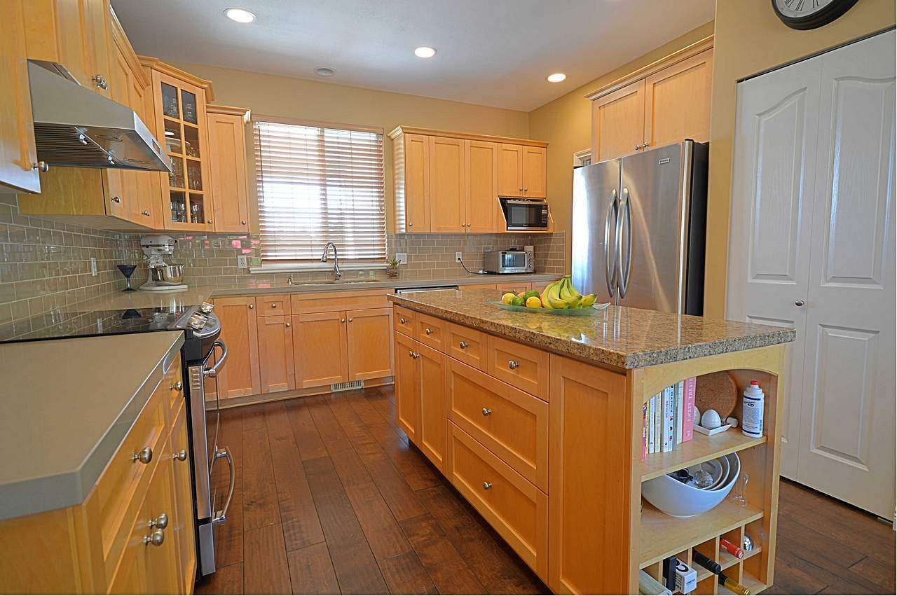 """Photo 10: Photos: 3087 MOSS Court in Coquitlam: Westwood Plateau House for sale in """"WESTWOOD PLATEAU"""" : MLS®# R2154481"""