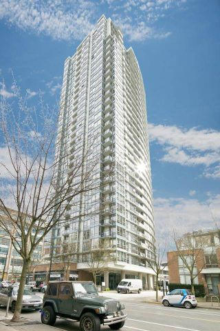 """Photo 2: 2508 928 BEATTY Street in Vancouver: Yaletown Condo for sale in """"THE MAX by CONCORD PACIFIC"""" (Vancouver West)  : MLS®# R2047968"""