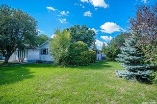 Photo 4: 1902 Ewart Avenue in Saskatoon: Holliston Residential for sale : MLS®# SK870459