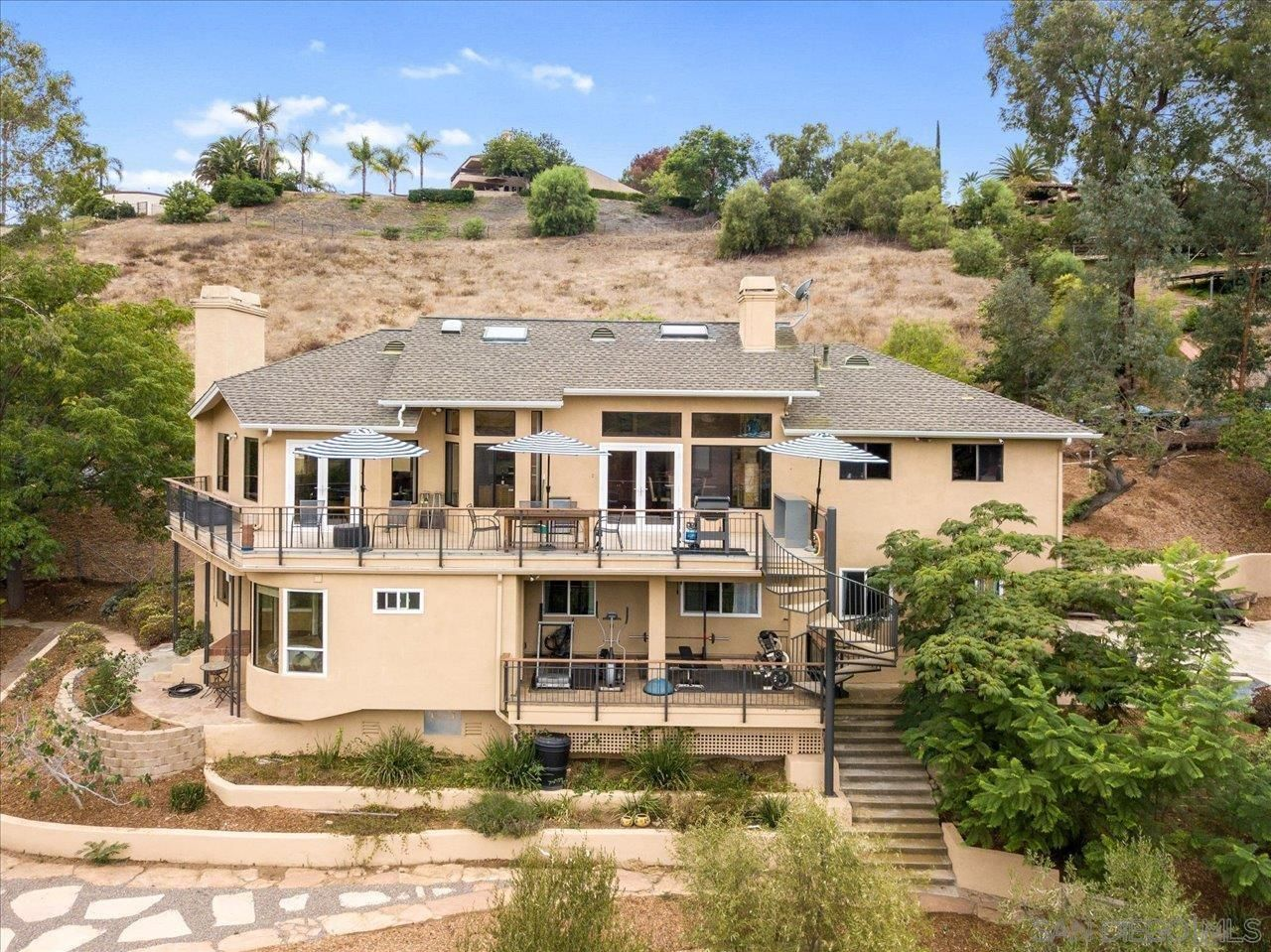 Main Photo: SOUTHEAST ESCONDIDO House for sale : 4 bedrooms : 1436 Sierra Linda Dr in Escondido