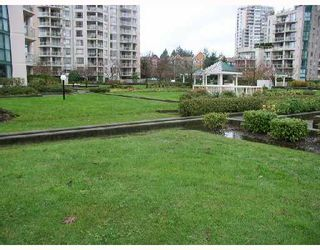 """Photo 7: 806 1190 PIPELINE Road in Coquitlam: North Coquitlam Condo for sale in """"THE MACKENZIE"""" : MLS®# V680812"""