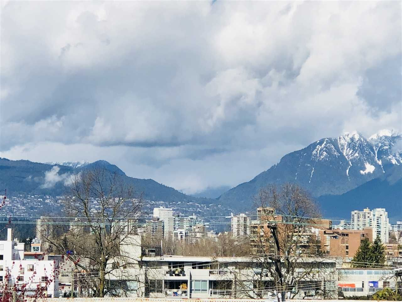 """Main Photo: 401 2288 PINE Street in Vancouver: Fairview VW Condo for sale in """"The Fairview"""" (Vancouver West)  : MLS®# R2251724"""
