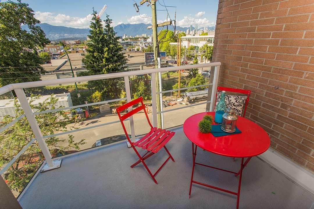 "Photo 12: Photos: 401 1818 W 6TH Avenue in Vancouver: Kitsilano Condo for sale in ""Carnegie"" (Vancouver West)  : MLS®# R2067621"