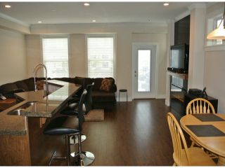 """Photo 7: 21139 80TH Avenue in Langley: Willoughby Heights Townhouse for sale in """"YORKVILLE"""" : MLS®# F1401445"""