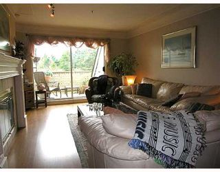 """Photo 2: 407 1000 BOWRON Court in North_Vancouver: Roche Point Condo for sale in """"PARKWAY TERRACE"""" (North Vancouver)  : MLS®# V639394"""