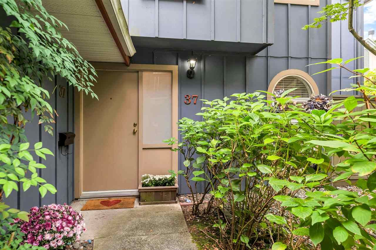"""Main Photo: 37 900 W 17TH Street in North Vancouver: Mosquito Creek Townhouse for sale in """"Foxwood Hills"""" : MLS®# R2503930"""