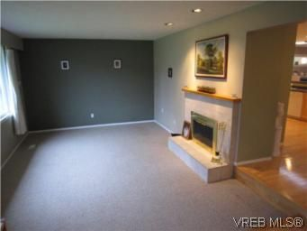 Photo 4: Photos: 569 Langholme Dr in VICTORIA: Co Wishart North House for sale (Colwood)  : MLS®# 528948