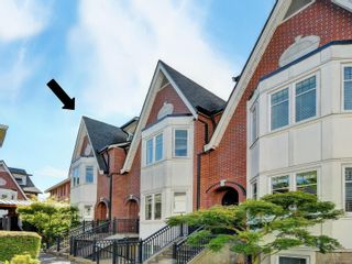 Photo 1: 21 675 Superior St in : Vi James Bay Row/Townhouse for sale (Victoria)  : MLS®# 883446