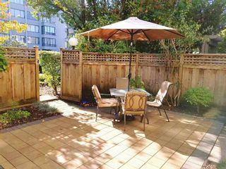 """Photo 2: 118 737 HAMILTON Street in New Westminster: Uptown NW Condo for sale in """"THE COURTYARDS"""" : MLS®# R2209742"""