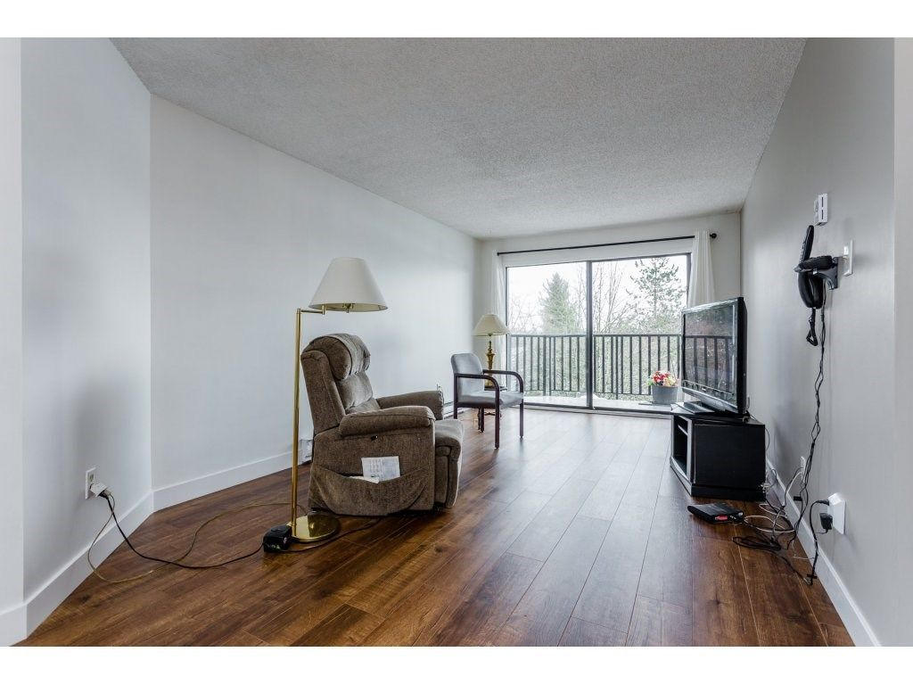 """Photo 4: Photos: 303 9952 149 Street in Surrey: Guildford Condo for sale in """"Tall Timbers"""" (North Surrey)  : MLS®# R2241309"""