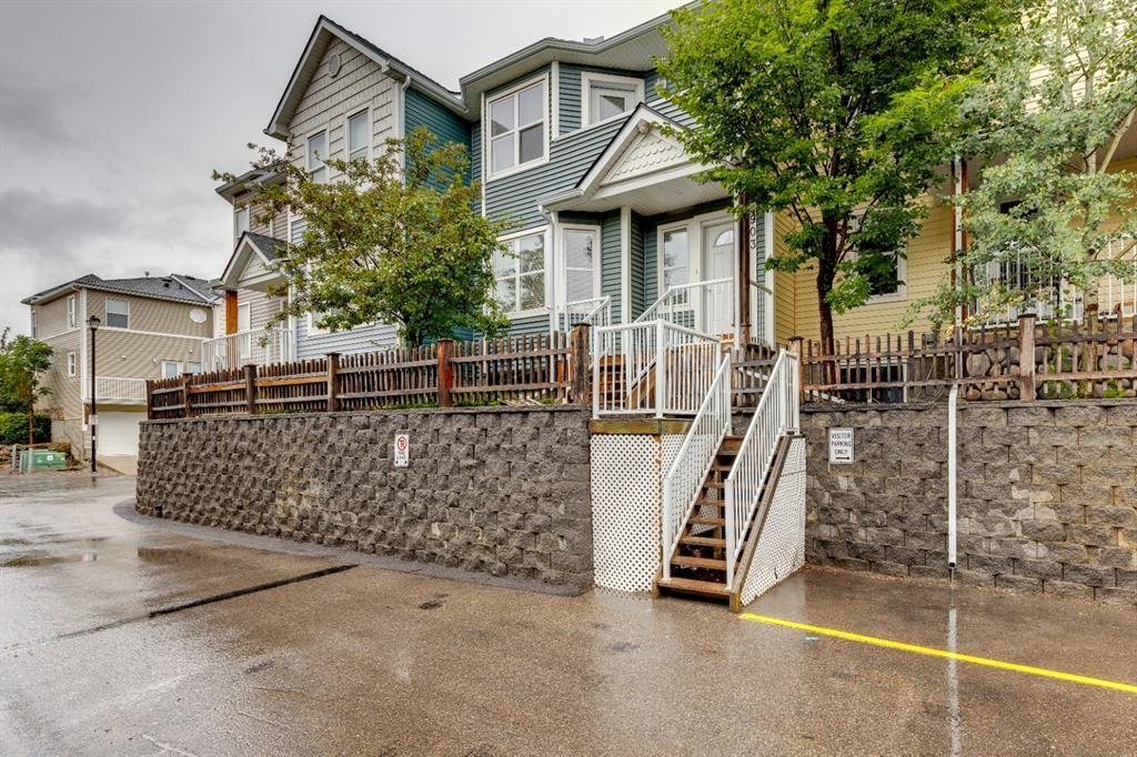 Main Photo: 903 Prairie Sound Circle NW: High River Row/Townhouse for sale : MLS®# A1138339
