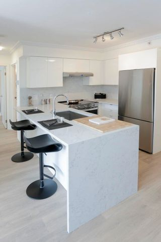 """Photo 2: 602 488 HELMCKEN Street in Vancouver: Yaletown Condo for sale in """"Robinson Tower"""" (Vancouver West)  : MLS®# R2602761"""