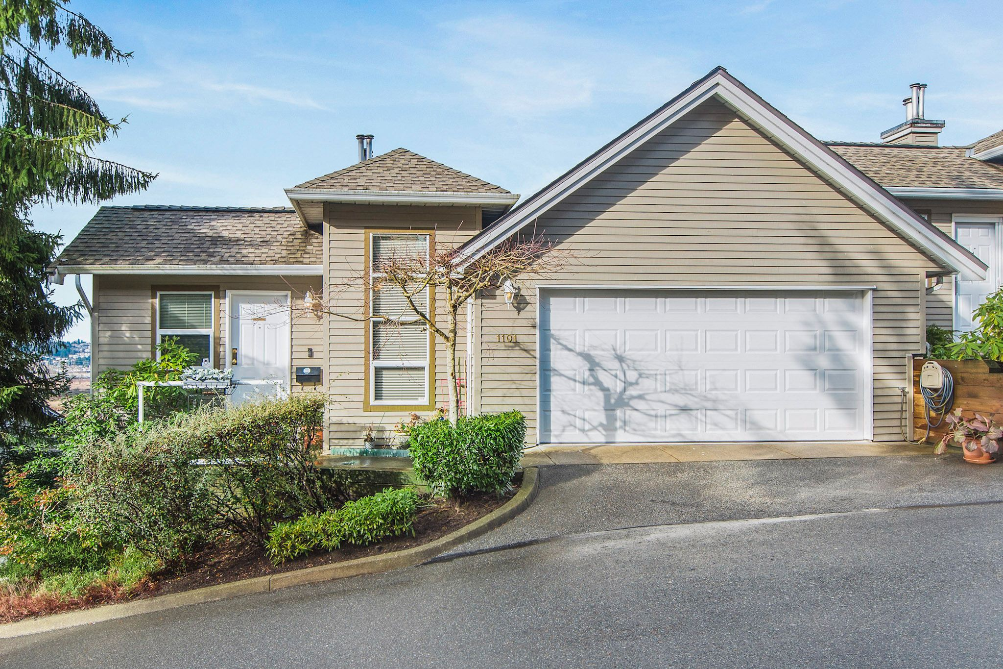 "Main Photo: 1101 BENNET Drive in Port Coquitlam: Citadel PQ Townhouse for sale in ""The Summit"" : MLS®# R2235805"