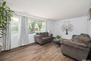 Photo 5: 1301 N Avenue South in Saskatoon: Holiday Park Residential for sale : MLS®# SK872234