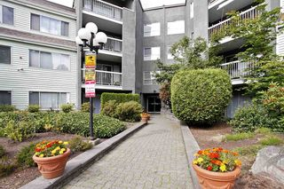 """Photo 3: 4 5700 200 Street in Langley: Langley City Condo for sale in """"LANGLEY VILLAGE"""" : MLS®# R2416368"""