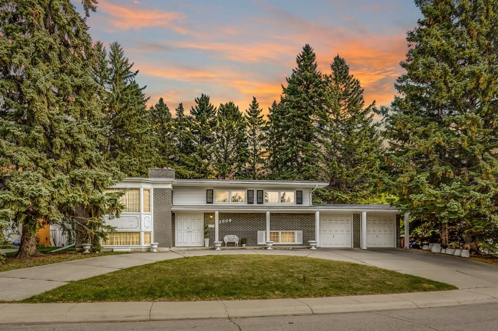 Main Photo: 2008 Ursenbach Road NW in Calgary: University Heights Detached for sale : MLS®# A1148631