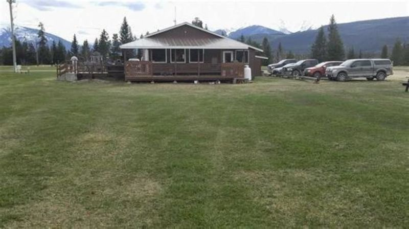 FEATURED LISTING: 1125 5 Highway North Valemount