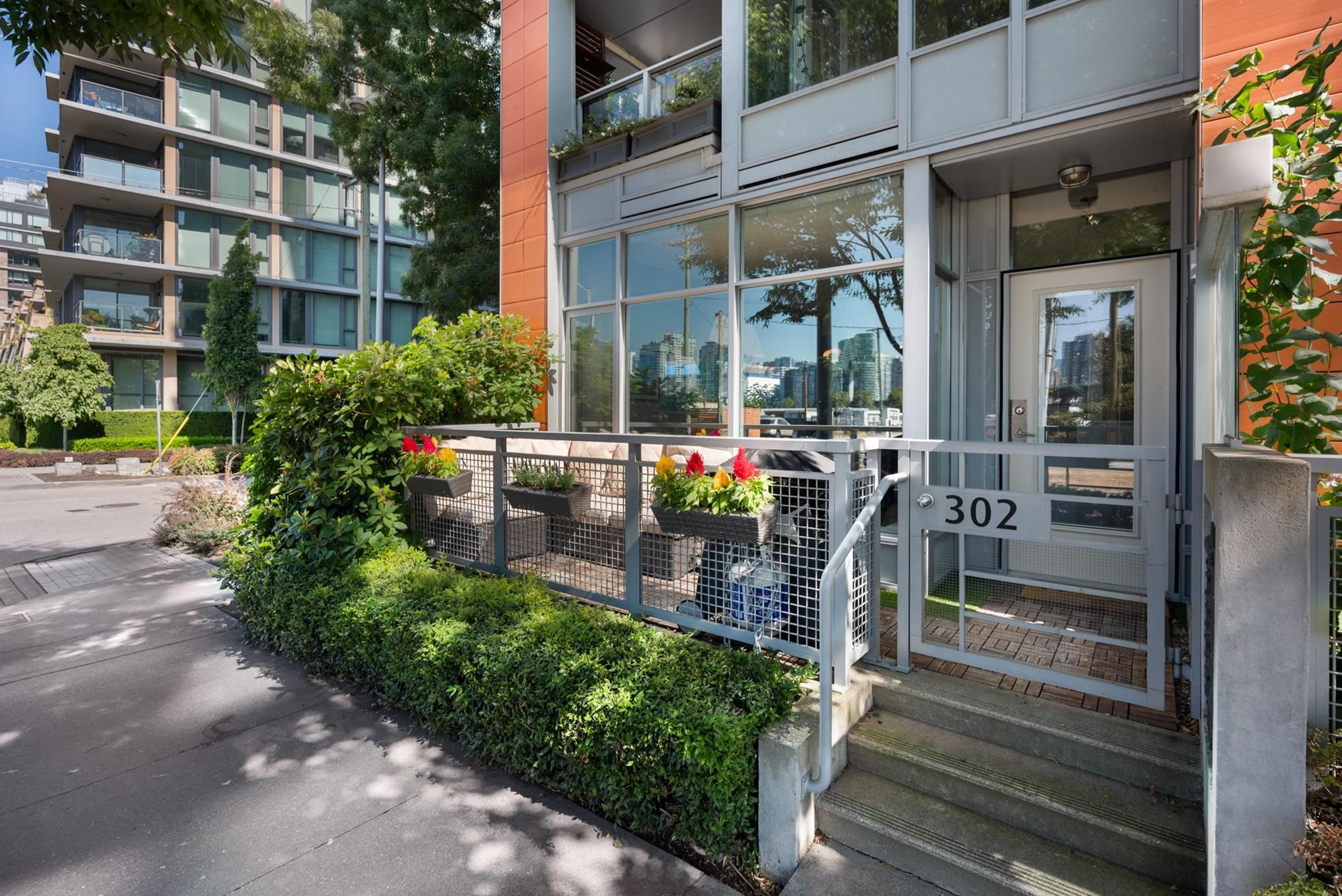 """Main Photo: 302 W 1ST Avenue in Vancouver: False Creek Townhouse for sale in """"FOUNDRY"""" (Vancouver West)  : MLS®# R2625350"""