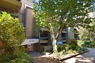 """Main Photo: 326 1500 PENDRELL Street in Vancouver: West End VW Condo for sale in """"PENDRELL MEWS"""" (Vancouver West)  : MLS®# R2619729"""