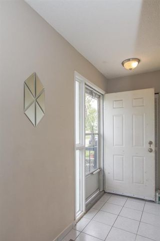 Photo 3: 332 Whitworth Way NE in Calgary: Whitehorn Detached for sale : MLS®# A1118018