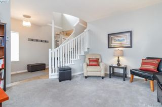 Photo 2: 23 Newstead Cres in VICTORIA: VR Hospital House for sale (View Royal)  : MLS®# 814303