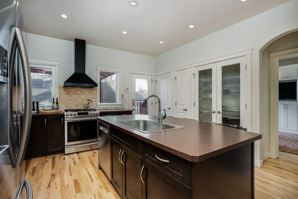 Photo 8: Photos: 219 Somme Manor SW in Calgary: Garrison Woods Detached for sale : MLS®# A1041747