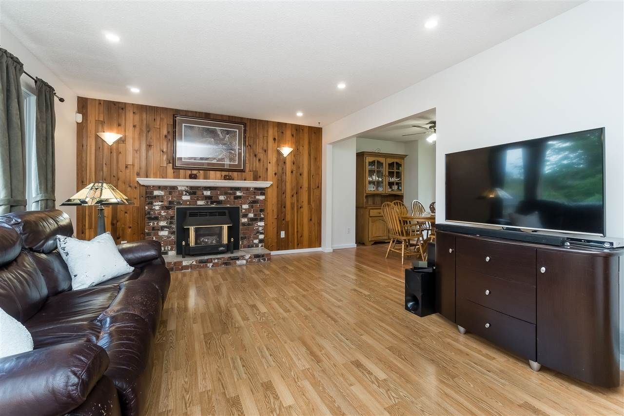 Photo 10: Photos: 3124 BABICH Street in Abbotsford: Central Abbotsford House for sale : MLS®# R2480951
