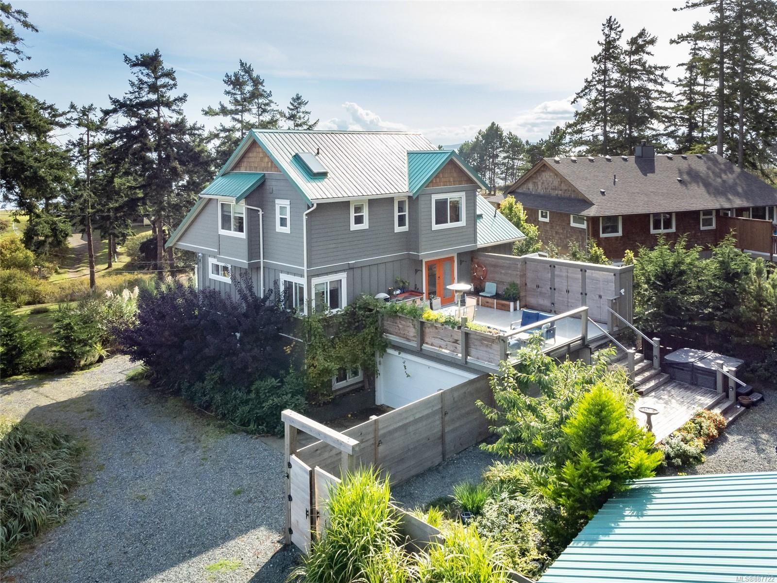 Main Photo: 495 Curtis Rd in Comox: CV Comox Peninsula House for sale (Comox Valley)  : MLS®# 887722