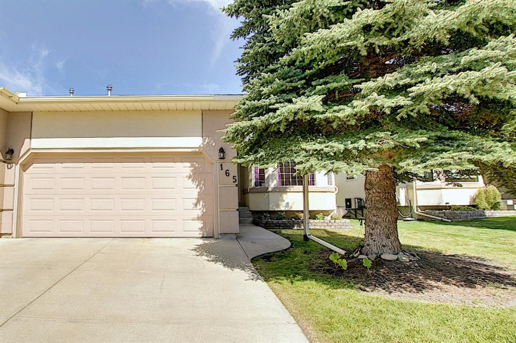 Main Photo: 165 Lakeside Greens Place: Chestermere Semi Detached for sale : MLS®# A1028449