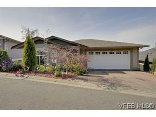 Photo 1: 857 Rainbow Cres in : SE High Quadra House for sale (Saanich East)  : MLS®# 534350