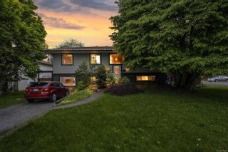 Photo 1: 555 Hallsor Dr in : Co Wishart North House for sale (Colwood)  : MLS®# 878368