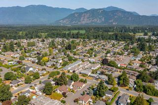 """Photo 37: 2 45900 LEWIS Avenue in Chilliwack: Chilliwack N Yale-Well Townhouse for sale in """"LEWIS SQUARE"""" : MLS®# R2602024"""