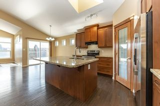 Photo 8: 918 CHAHLEY Crescent in Edmonton: Zone 20 House for sale : MLS®# E4237518