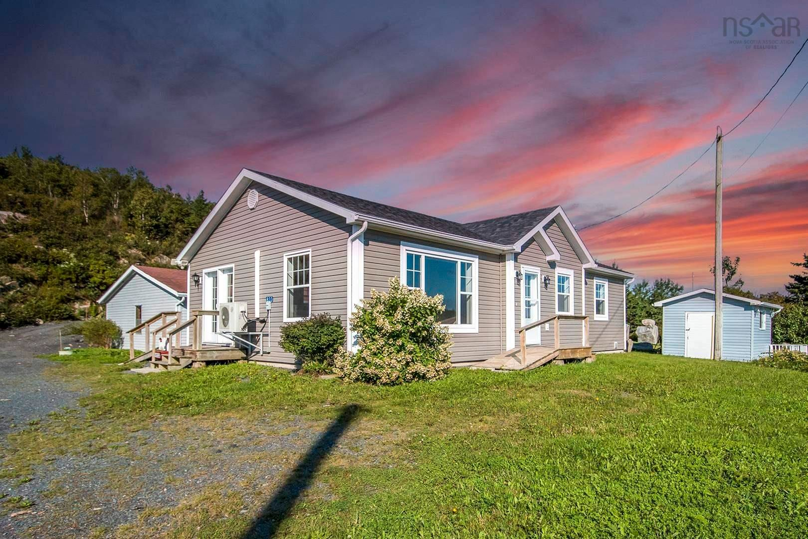 Main Photo: 833 Terence Bay Road in Terence Bay: 40-Timberlea, Prospect, St. Margaret`S Bay Residential for sale (Halifax-Dartmouth)  : MLS®# 202123534