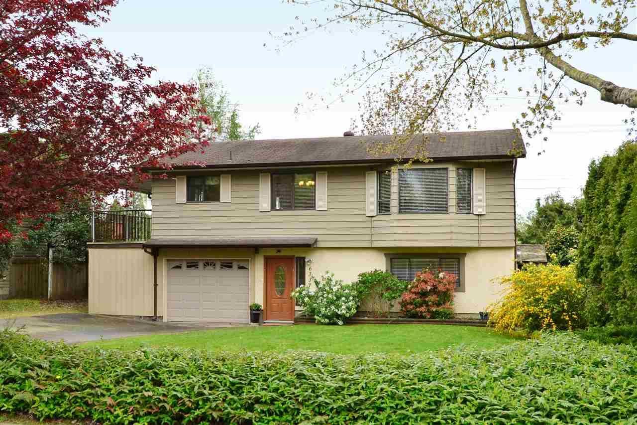 """Main Photo: 6337 SUNDANCE Drive in Surrey: Cloverdale BC House for sale in """"Cloverdale"""" (Cloverdale)  : MLS®# R2056445"""