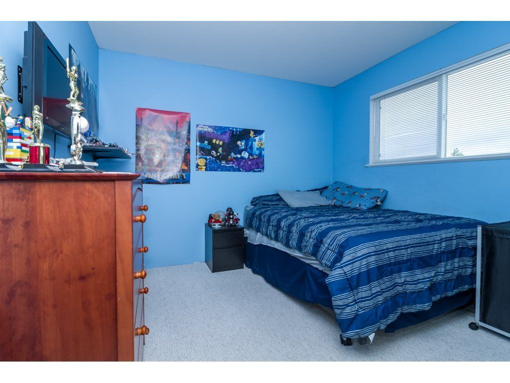 """Photo 14: Photos: 18479 66A Avenue in Surrey: Cloverdale BC House for sale in """"Heartland"""" (Cloverdale)  : MLS®# R2095726"""