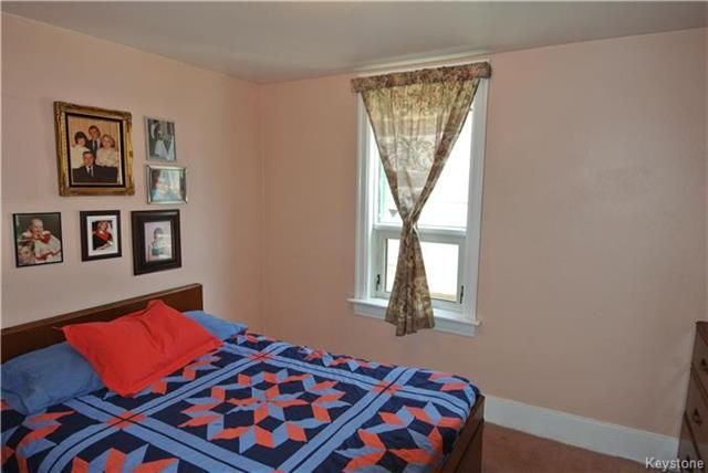 Photo 6: Photos: 570 Aberdeen Avenue in Winnipeg: North End Residential for sale (4B)  : MLS®# 1809083