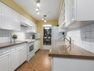 """Photo 8: 206 1144 STRATHAVEN Drive in North Vancouver: Northlands Condo for sale in """"Strathaven"""" : MLS®# R2217915"""