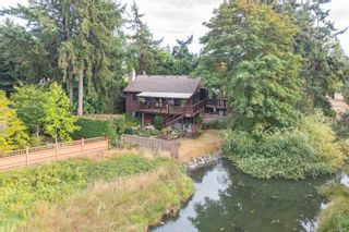 Photo 2: 2370 Lovell Ave in : Si Sidney North-East House for sale (Sidney)  : MLS®# 883197