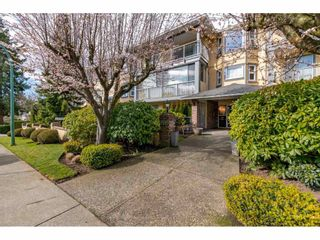 "Photo 2: 109 1459 BLACKWOOD Street: White Rock Condo for sale in ""The Chartwell"" (South Surrey White Rock)  : MLS®# R2445492"