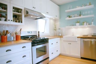 """Photo 9: 2236 E PENDER Street in Vancouver: Hastings House for sale in """"GRANDVIEW"""" (Vancouver East)  : MLS®# R2073977"""