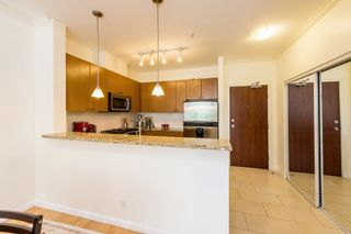 """Photo 4: 407 14 E ROYAL Avenue in New Westminster: Fraserview NW Condo for sale in """"Victoria Hill"""" : MLS®# R2280789"""