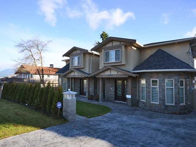 Main Photo: 5018 INMAN Avenue in Burnaby: Metrotown 1/2 Duplex for sale (Burnaby South)  : MLS®# V1059611