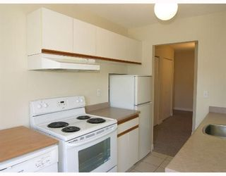 Photo 2: 208, 214 East 5th Street in North Vancouver: Central Lonsdale Condo for sale : MLS®# V651397