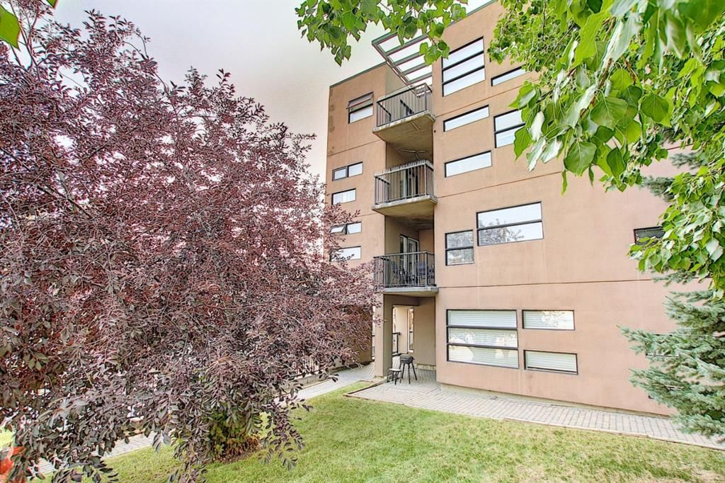 Main Photo: 302 2316 17B Street SW in Calgary: Bankview Apartment for sale : MLS®# A1147214