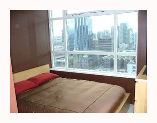 "Photo 4: 2102 438 SEYMOUR Street in Vancouver: Downtown VW Condo for sale in ""CONFERENCE PLAZA"" (Vancouver West)  : MLS®# V681721"