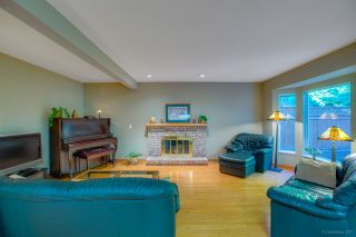 """Photo 8: 15 PARKGLEN Place in Port Moody: Heritage Mountain House for sale in """"HERITAGE MOUNTAIN"""" : MLS®# R2207752"""