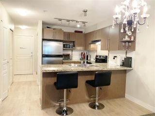 """Photo 3: 119 2088 BETA Avenue in Burnaby: Brentwood Park Condo for sale in """"MEMENTO"""" (Burnaby North)  : MLS®# R2383941"""