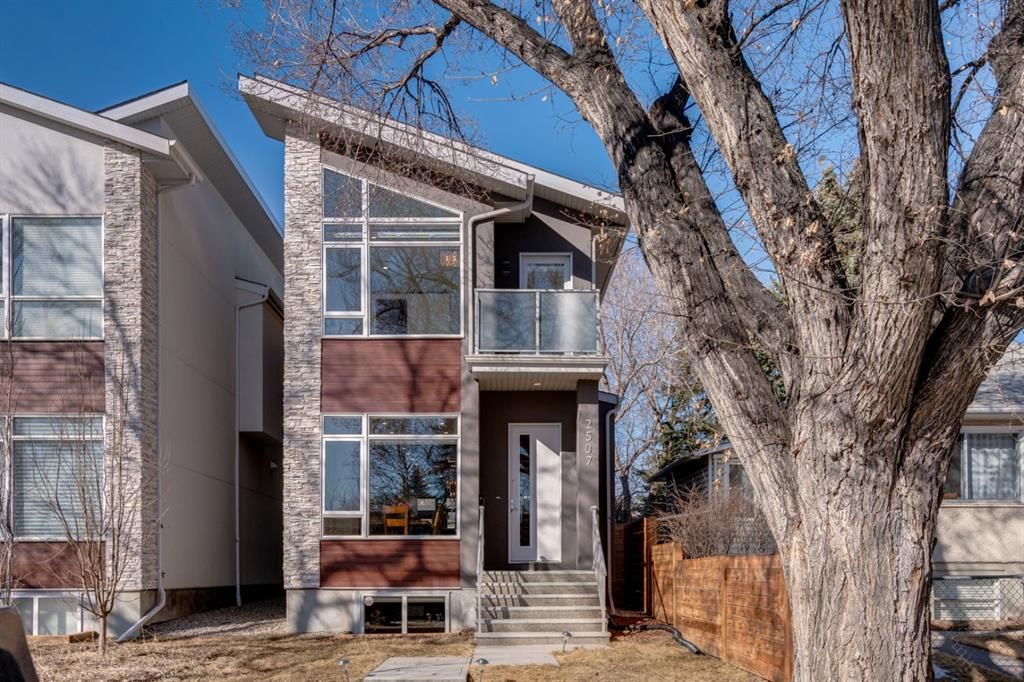 Main Photo: 2507 16A Street NW in Calgary: Capitol Hill Detached for sale : MLS®# A1082753