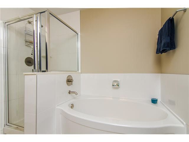 """Photo 18: Photos: 210 5430 201 Street in Langley: Langley City Condo for sale in """"THE SONNET"""" : MLS®# F1418321"""